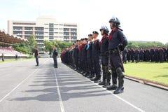 Testa della polizia di tumulto allineata Fotografia Stock