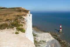 TESTA DI BEACHEY, SUSSEX/UK - 23 LUGLIO: La vista del faro a è fotografie stock libere da diritti