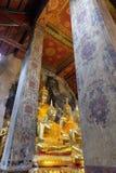 Testa di Buddha a Ayutthaya nel corridoio di classificazione fotografia stock