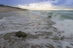 Testa di Buddha sulla spiaggia Fotografia Stock