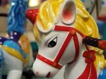 Testa di cavallo sul carosello del bambino Immagini Stock