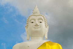 Testa di Lord Buddha, testa di grande Buddha sulla montagna in Thail Fotografie Stock Libere da Diritti