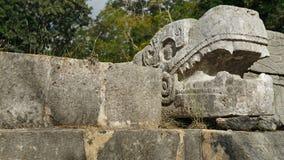 Testa di pietra del serpente nell'Yucatan Fotografie Stock