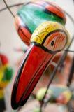 Testa di tukan ceramico su uno scaffale al mercato in Città Vecchia Fotografia Stock