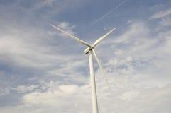 Testa di un generatore eolico con un cielo blu Immagini Stock