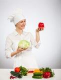 Testa felice della tenuta del cuoco dei giovani del cavolo Immagini Stock Libere da Diritti