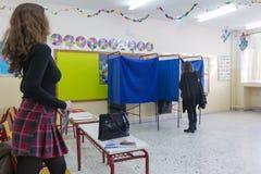 Testa greca degli elettori allo scrutinio per l'elezione generale 2015 Immagine Stock
