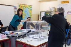 Testa greca degli elettori allo scrutinio per l'elezione generale 2015 Fotografia Stock Libera da Diritti