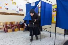 Testa greca degli elettori allo scrutinio per l'elezione generale 2015 Immagine Stock Libera da Diritti