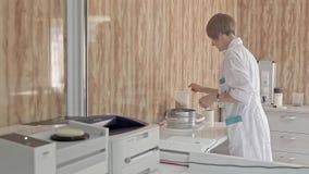 Testa matning för djur som är kvalitets- på laboratoriumet arkivfilmer