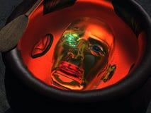 Testa robot in un calderone Fotografie Stock