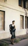 Testa sorridente di tornitura del bello modello afroamericano Immagini Stock