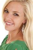 Testa superiore verde di sorriso di sguardo della donna Fotografia Stock Libera da Diritti