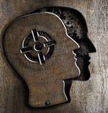 Testa umana con il segno dell'obiettivo su metallo Fotografia Stock Libera da Diritti