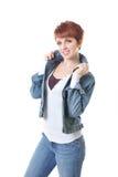 Testarossa in jeans e collare schioccante del rivestimento del tralicco Fotografia Stock Libera da Diritti
