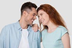 Testas novas felizes do toque dos pares que têm o divertimento junto imagem de stock