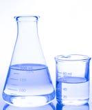 Teste-câmaras de ar isoladas no branco Produtos vidreiros de laboratório Fotos de Stock Royalty Free