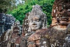 Teste complesso scolpite nelle tempie di Angkor Wat fotografia stock