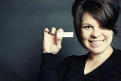 Teste de gravidez positivo e mulher de sorriso feliz Imagem de Stock