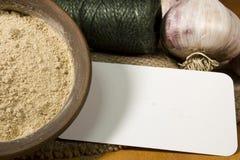 Teste di aglio e della polvere dell'aglio Fotografia Stock
