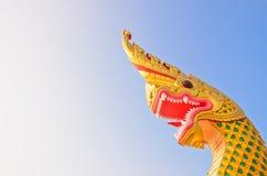Teste di Naka o di Naga o serpente in tempio buddista Immagine Stock