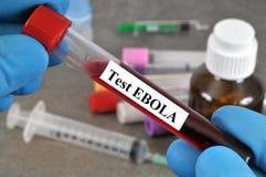 Teste do vírus de Ebola no close-up imagem de stock