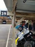 Teste o dia para os 76th membros que encontram-se no circuito do motor de Goodwood imagens de stock