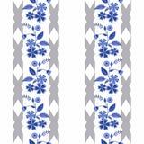 Teste padrão abstrato sem emenda com o ornamento das flores no fundo branco com listras Imagem de Stock Royalty Free