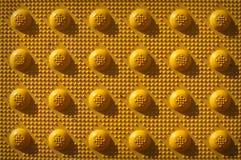 Teste padrão amarelo do botão da repetição imagem de stock