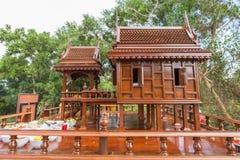 Teste padrão antigo do estilo das casas tailandesas foreshorten fotos de stock