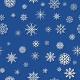 Teste padrão azul com flocos de neve Fotos de Stock