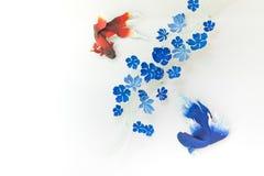 Teste padrão azul dos peixes vermelhos nas paredes Foto de Stock