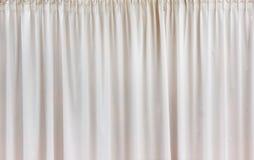 Teste padrão branco de matéria têxtil do fundo da cortina Imagem de Stock Royalty Free