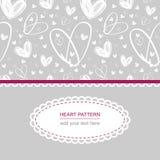 Teste padrão branco do coração no fundo cinzento com etiqueta e texto brancos Fotos de Stock