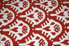 Teste padrão branco no fundo vermelho Fotos de Stock Royalty Free