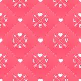 Teste padrão branco sem emenda com amor, coração e seta no estilo do vintage em um fundo vermelho para o dia de Valentim Imagens de Stock Royalty Free