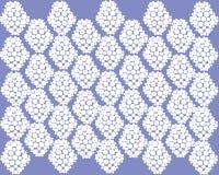 Teste padrão branco simétrico bonito no fundo roxo ilustração stock