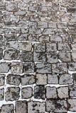 Teste padrão cinzento da superfície de estrada da cidade do granito com neve branca Foto de Stock