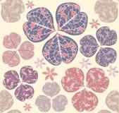 Teste padrão com as folhas coloridas do trevo Imagens de Stock Royalty Free