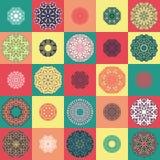 Teste padrão com ornamento redondos Ilustração Royalty Free