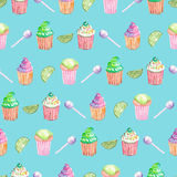 Teste padrão com queques, cal e doces Imagens de Stock