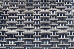Teste padrão da construção velha das janelas Foto de Stock Royalty Free
