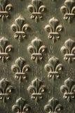 Teste padrão da flor de lis na porta Foto de Stock