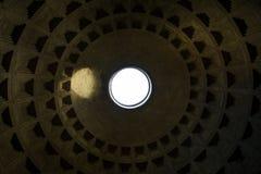 Teste padrão da parte superior da arquitetura do marco do teto do panteão de Roma Itália Imagem de Stock Royalty Free
