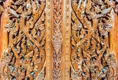 Teste padrão da porta de madeira de Tailândia Fotografia de Stock Royalty Free