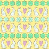 Teste padrão das cookies da Páscoa, cartão - coelhinho da Páscoa, flores, corações no fundo amarelo Fotografia de Stock