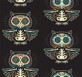 Teste padrão das corujas do crânio do açúcar Dia mexicano do fundo inoperante Imagens de Stock