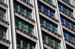 Teste padrão das janelas na construção do nyc Fotos de Stock