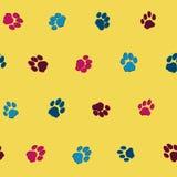 Teste padrão das pegadas do gato Fotos de Stock