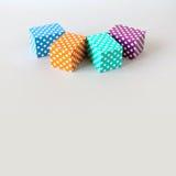 Teste padrão de às bolinhas colorido dos blocos As caixas abstratas retangulares da cor azul alaranjada verde violeta arranjaram  Foto de Stock Royalty Free